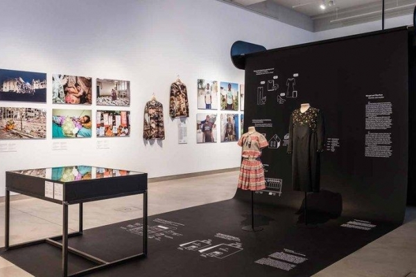 "zu ""Fast Fashion (2019/20)"", DE-14195 Berlin"